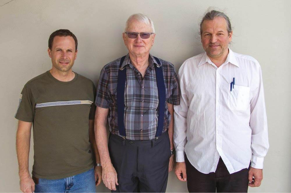 Plautdietsche Sproak-Kommission: Arlie Peters ut Bolivien, Ed Zaharias ut Kanada en Heinrich Siemens ut Dietschlaunt.