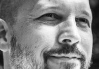 """Tim Tichatzki, dee Autor von """"Roter Herbst in Chortiza""""."""